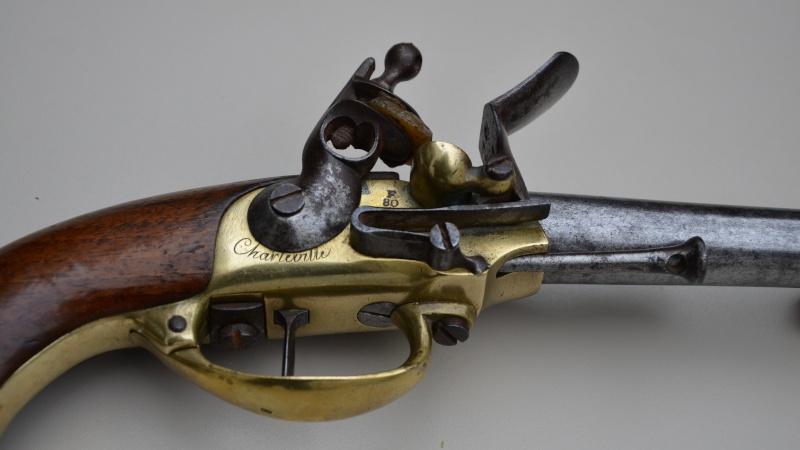 marquages sur un pistolet 1777. Black Bedroom Furniture Sets. Home Design Ideas