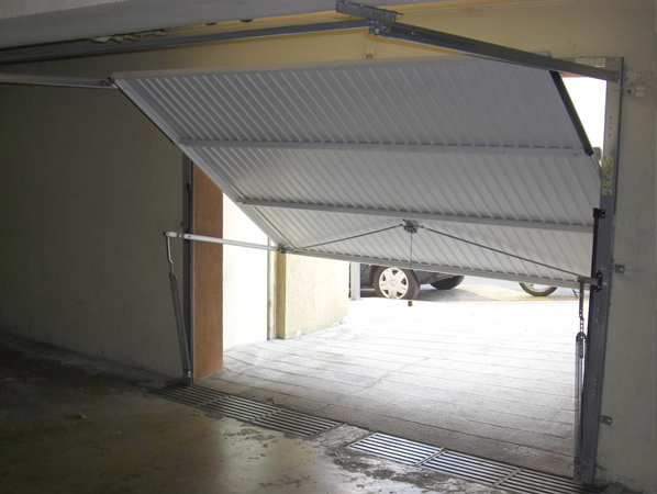 Comment installer un portail basculant for Installation porte de garage basculante