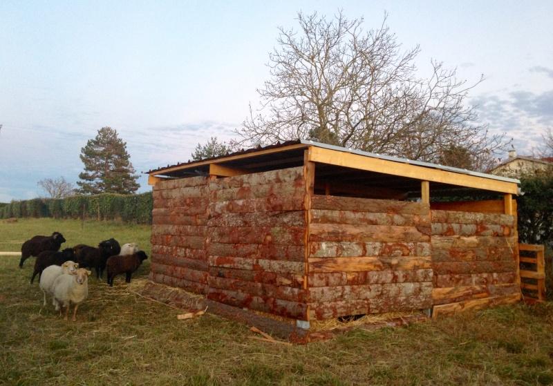 Construction d 39 un abri - Ecorce de bois pour jardin ...