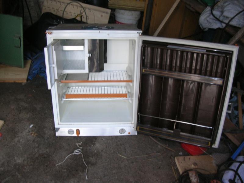 frigo caravane electrolux table de cuisine. Black Bedroom Furniture Sets. Home Design Ideas