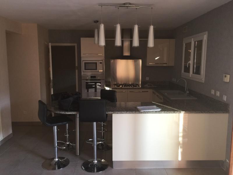 cuisine deux couleurs cuisine 2 couleurs peindre une cuisine en deux couleurs besancon. Black Bedroom Furniture Sets. Home Design Ideas