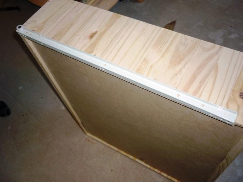 mise en place de glissières sur le tiroir