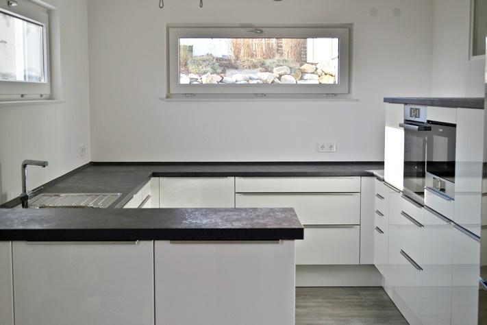 Einmal Eigenheim, bitte!: Böden verlegt, Küche eingebaut - Läuft