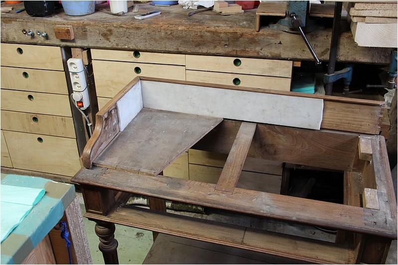 restauration transformation d 39 une table de toilette en table pour une machine coudre. Black Bedroom Furniture Sets. Home Design Ideas