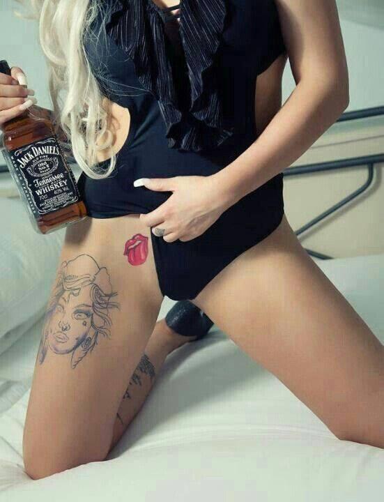 Boire une bouteille de Jack Daniel's cul sec - spi0ncom