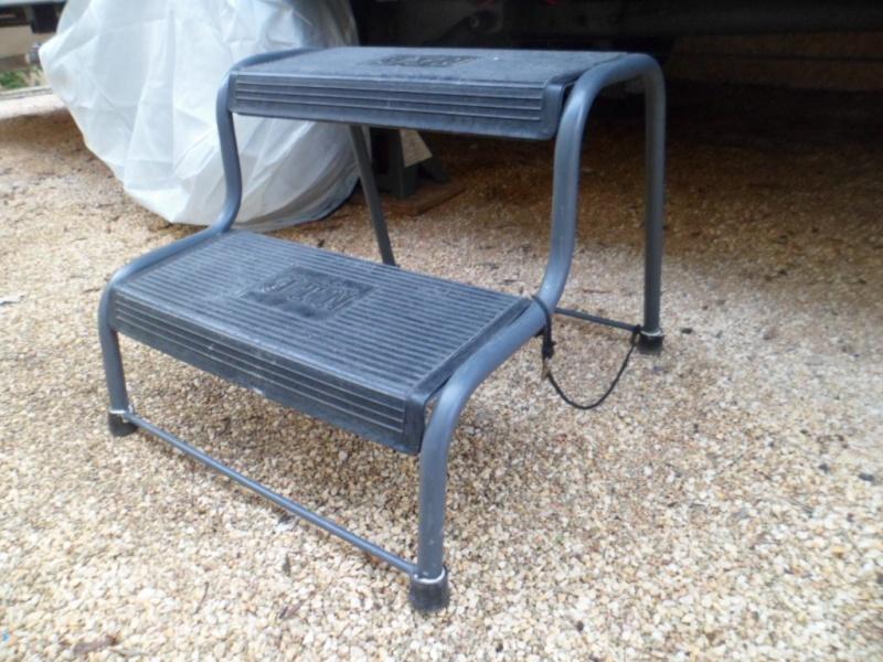 marche pied escamotable. Black Bedroom Furniture Sets. Home Design Ideas