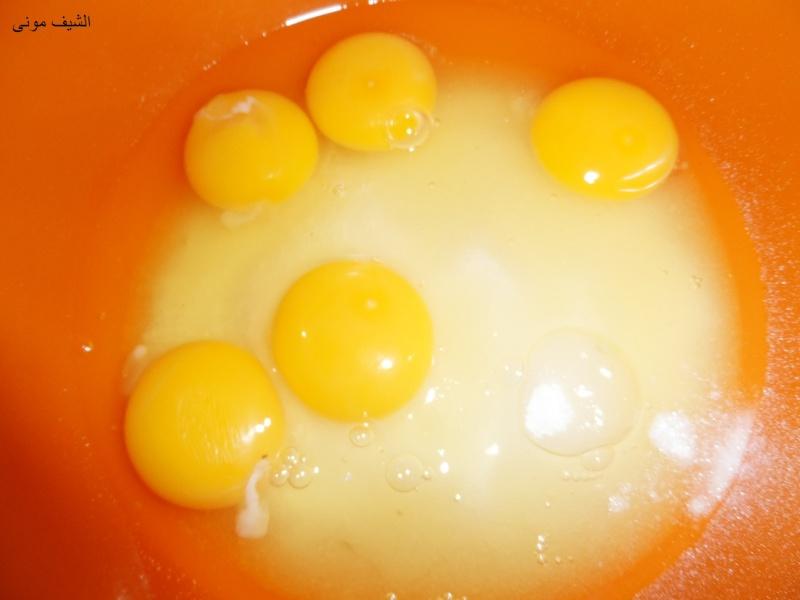 السلام عليكم ورحمة الله المكونات: 5 بيضات كبار فانيليا كوب