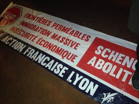 Banderole confisquée à l'Action Française par les antifascistes de Lyon.