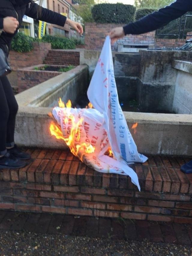 La banderole du FN portée disparue à Bruay !