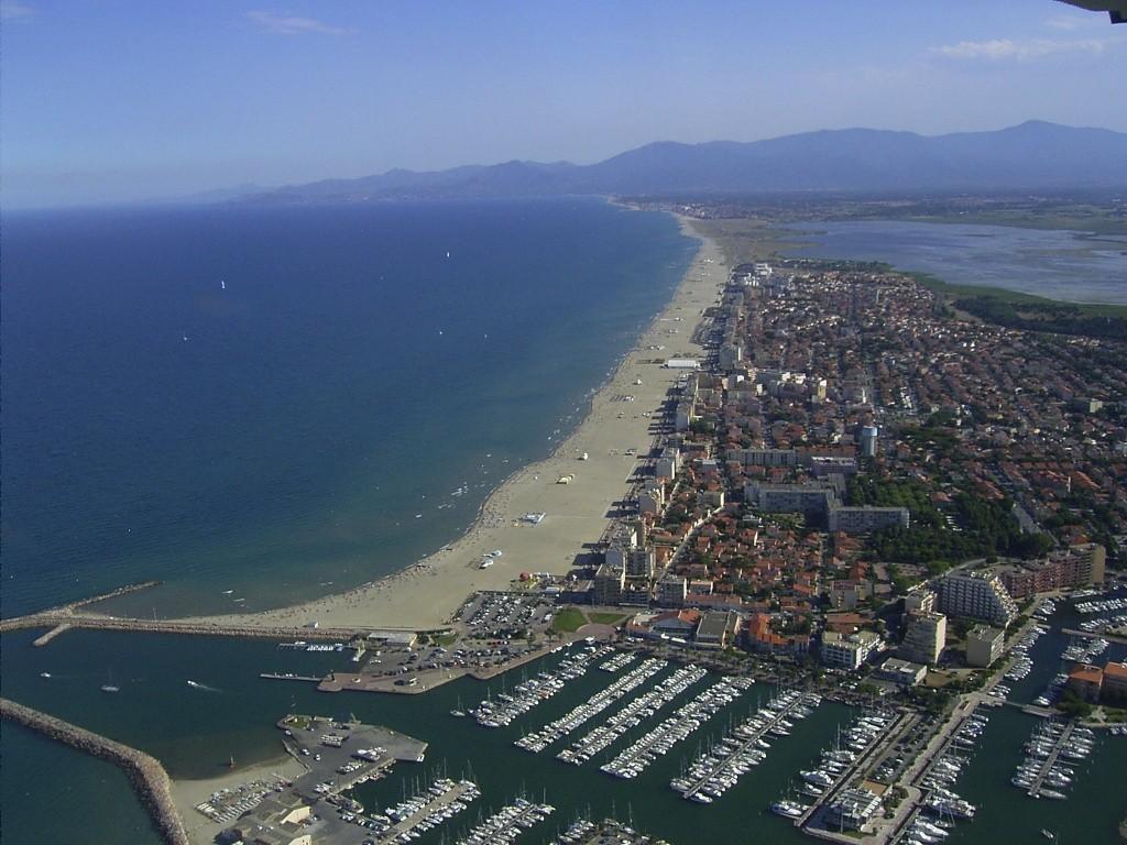 Vista aerea di Canet-en-Roussillon - Étang de Canet-Saint-Nazaire » 42nd La Méditerranéenne (2.1) - 2a tappa » Banyuls › Port Vendres (145 km)