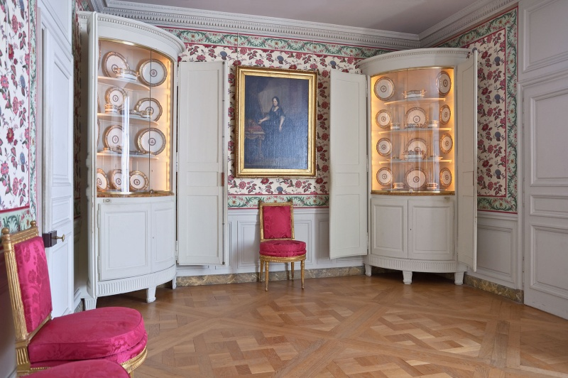 Versailles des petits aux grands appartements de la reine - Les petit meubles de marie ...