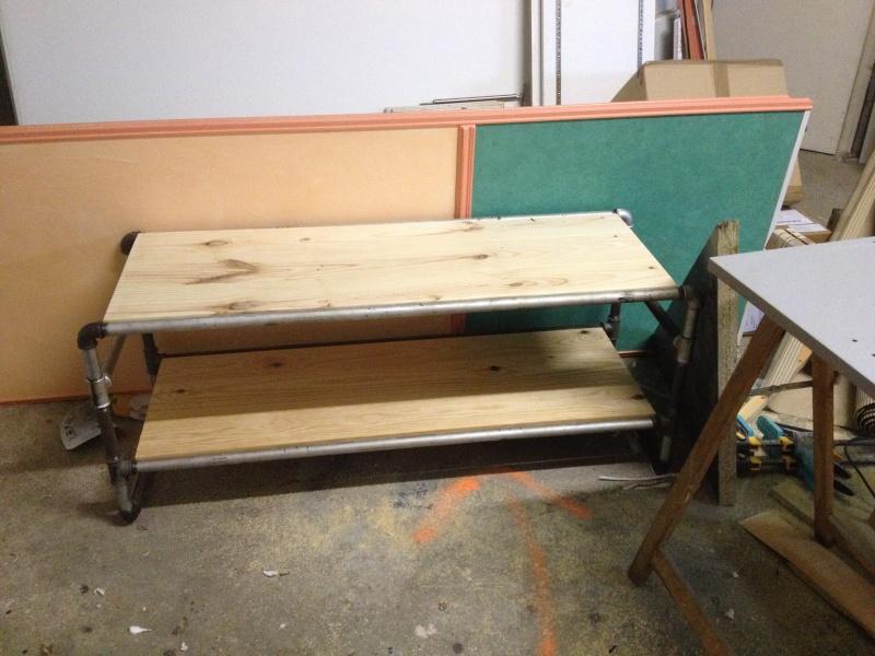 meuble tv en tuyau de gaz. Black Bedroom Furniture Sets. Home Design Ideas