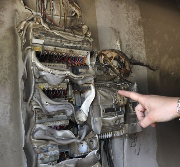 Sensibilisation face aux risques d 39 accidents dus l - Installation d une armoire electrique ...